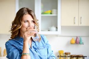 beber de 6 a 8 vasos de agua