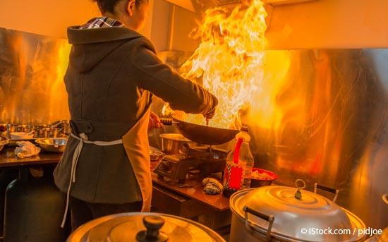 중국식 '웍' 을 사용한 볶음 요리