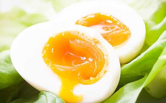 生一点的蛋黄更好