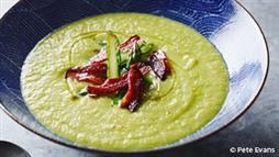 Warm Your Belly With This Delicious Ketogenic Recipe: Asparagus Soup With Crispy Bacon
