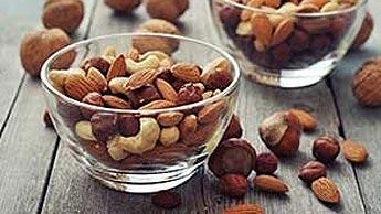 Les noix crues biologiques