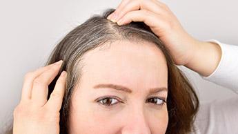 Grau werdendes Haar