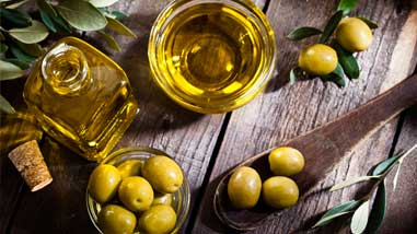 Olive Oil: The Salad Superstar