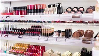 Avoid Hormone-Disrupting Cosmetics
