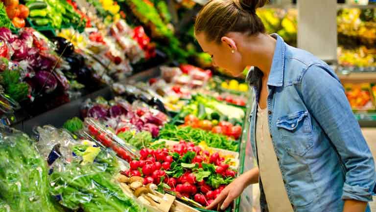 ¿Qué Frutas y Vegetales Están Más Contaminados con Pesticidas?