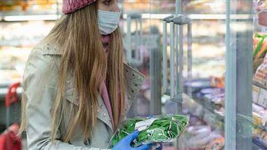 Menschen sind so sehr auf Masken trainiert, dass sie sie nur ungern abnehmen