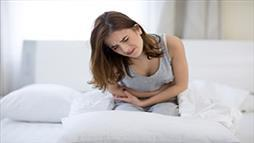 woman experiencing abdominal pain