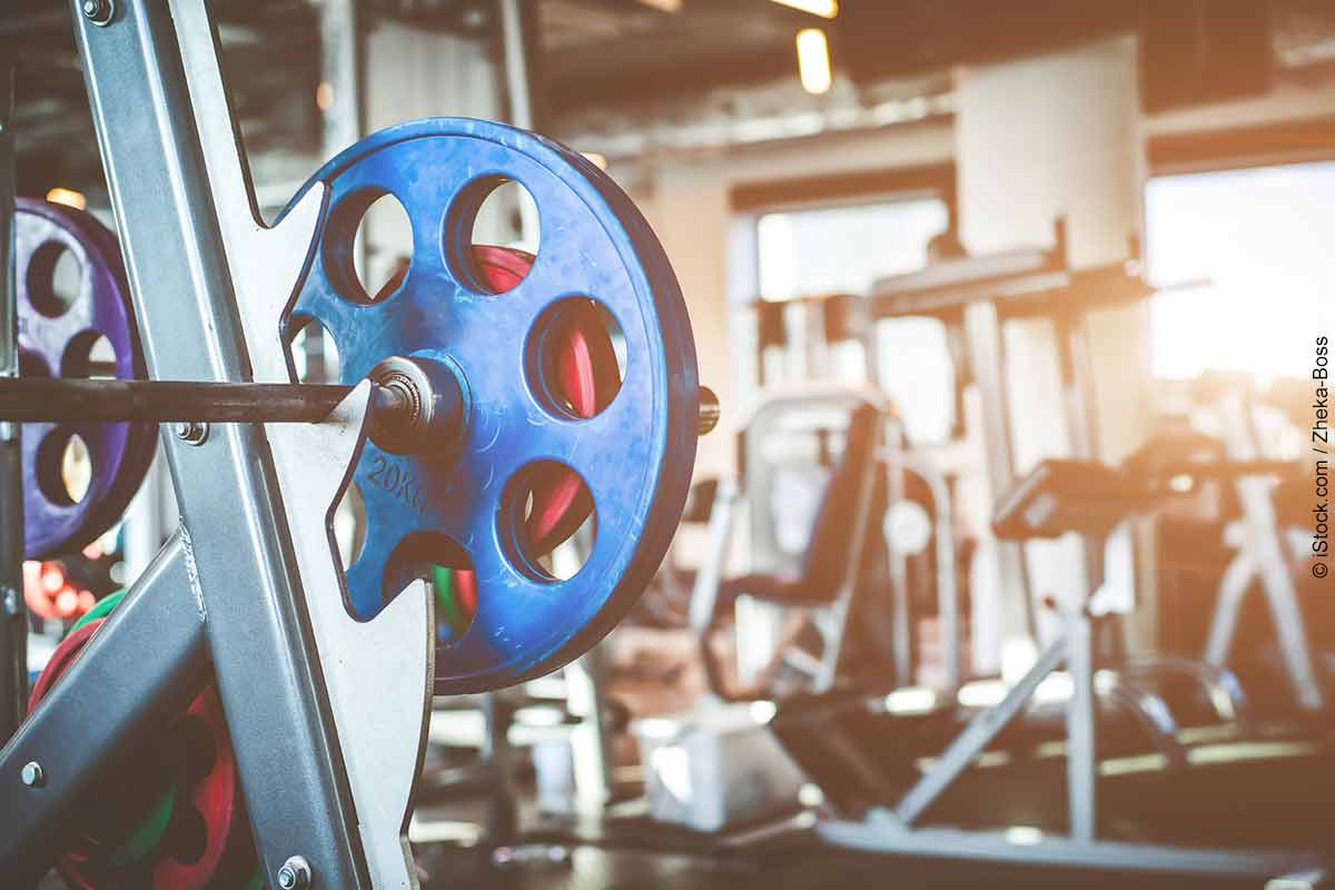 Free Weights or Resistance Machines? How to Make Your Workout Top-Notch