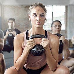 ejercicio vigoroso, mujer haciendo ejercicio
