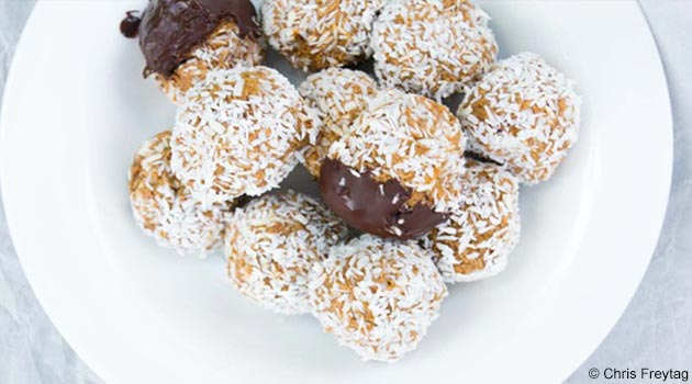 Healthy Carrot Cake Protein Balls Recipe