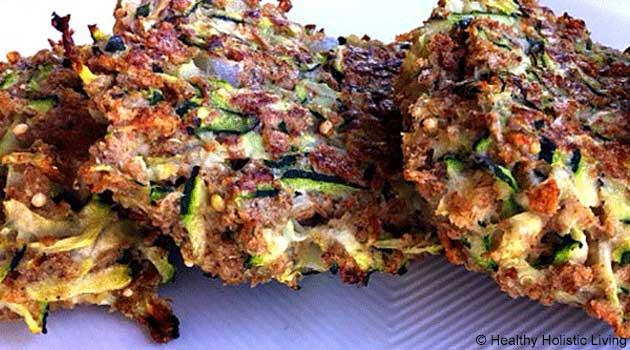 Tortitas Crujientes de Calabacín con Dip de Aguacate y Eneldo