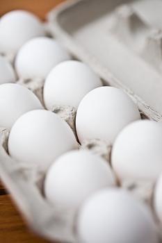 eggs, raw eggs, omega-3 eggs, salmonella, bacteria, healthy eggs