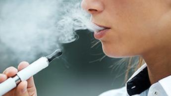 Dym z e-papierosów wdychany przez biernych palaczy zawiera toksyczne metale