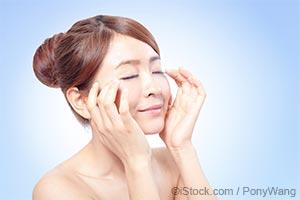 주름 없는 동안 얼굴을 유지하는 (얼굴)근육 운동법