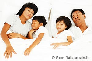 """얼마나 자는 것이 """"충분히"""" 자는 것일까요?"""