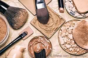 Comment éviter les toxines courantes lorsque vous prenez soin de vos dents, de votre peau et de vos cheveux