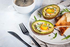 건강한 아침 식사: 구운 아보카도 레시피