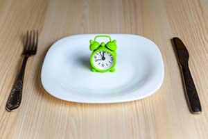 Jeûner pendant plusieurs jours est une pratique qui gagne en popularité pour ses puissants bienfaits sur la santé et l'espérance de vie