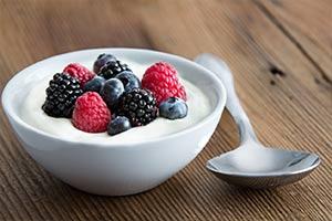 Ешьте больше йогурта и избегайте остеопороза