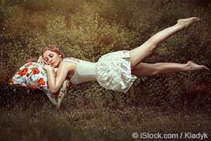menina tirando uma soneca