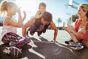Pompki: proste ćwiczenie, które zlikwiduje wystający brzuch