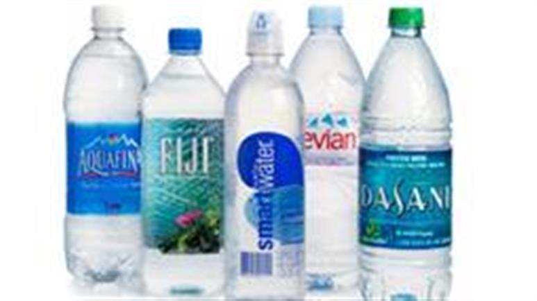 Większość wody butelkowanej jest zanieczyszczona mikroplastikiem