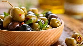 Оливковое масло: суперзвезда салата