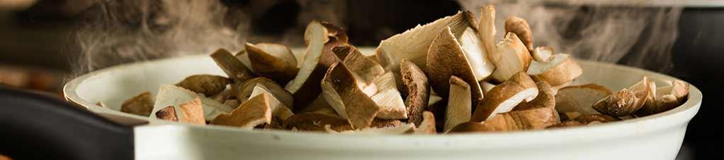 нарезанный гриб шиитаке
