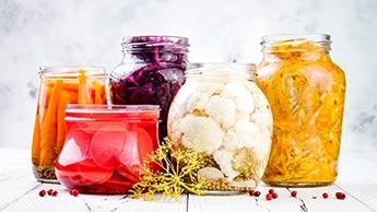 Wie Sie einfach Ihr eigenes Gemüse fermentieren können
