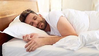 Möchten Sie eine gute Nachtruhe? Dann tun Sie diese Dinge niemals vor dem Schlafengehen