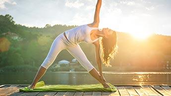 건강 상태를 증진시키는 5가지 모닝 요가 동작