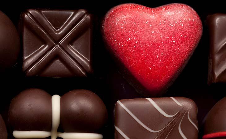 一盒黑巧克力
