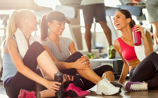 Nawiązywanie kontaktów z ludźmi na siłowni