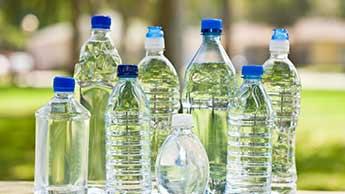 プラスチック水ボトル