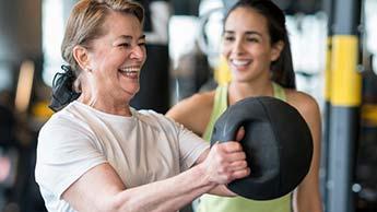 Proste ćwiczenia siłowe dla seniorów