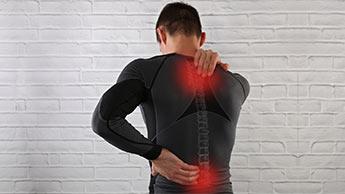 遅発性筋肉痛(DOMS)の原因は何でしょうか?
