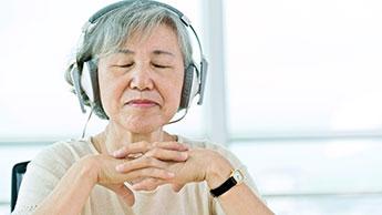 Aide-soignant jouant de la musique