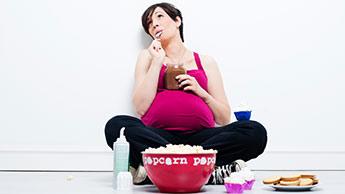 Aspartam und übermäßiges Schwangerschaftsgewicht setzt das Baby der Gefahr von Fettleibigkeit aus