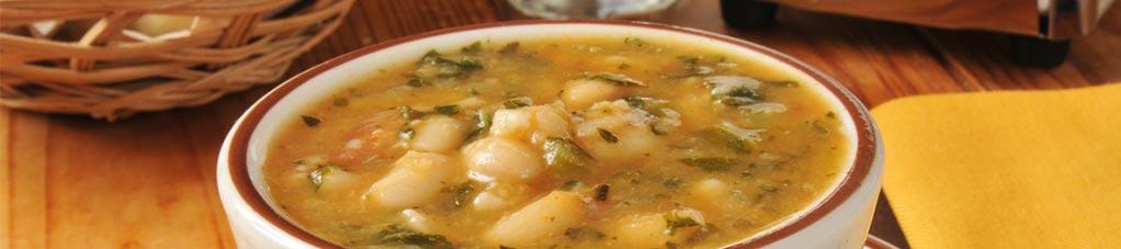 투산 콩과 케일 수프