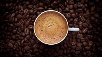 Kaffee und Bohnen