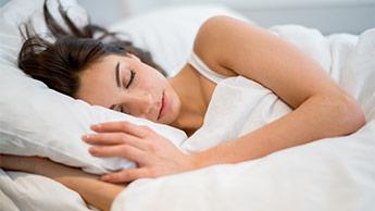 W jaki sposób dobry sen zmniejsza infekcję?
