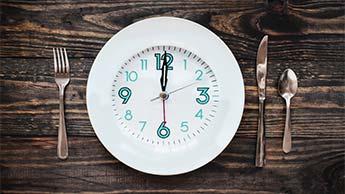 22 полезных свойства прерывистого голодания