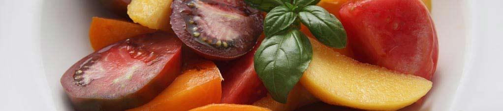罗勒番茄桃子沙拉