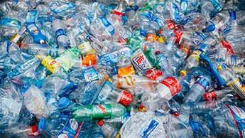 recyclage de bouteilles en plastique