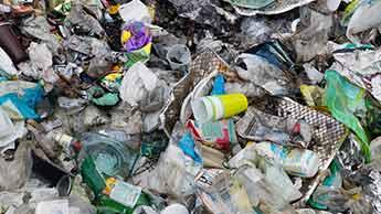Jak powstrzymać niebezpieczne uzależnienie ludzi od plastiku?