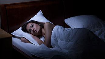 Почему женщины имеют больше проблем со сном, чем мужчины?