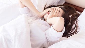여성이 남성보다 수면장애를 더 많이 겪는 이유