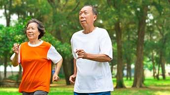 50세 무렵에 건강을 유지하면 노후에 질병을 예방하는 데 도움이 됩니다