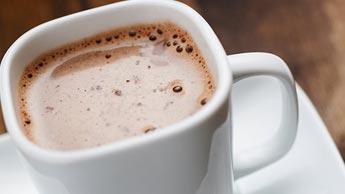 Rezept für gesunden heißen Keto-Kakao