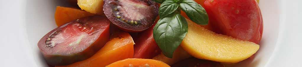 바질 토마토 복숭아 샐러드